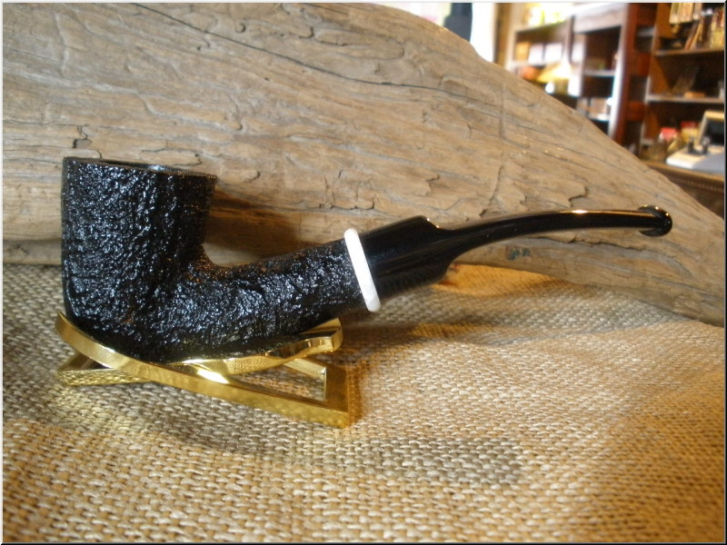 Pipe Classic Series Dark Sandblast Bent Dublin with acrylic ring