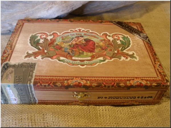 Cigar Box Art Flor de las Antillas empty cigar box